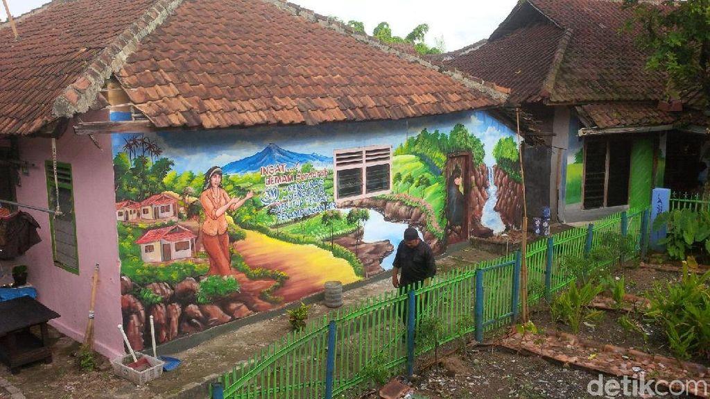 Foto: Libur Long Weekend Penuh Warna di Kampung Lukis Cilegon