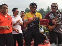 Main Musik Bareng PNS, Sandi Tantang Elek Yo Band Para Menteri
