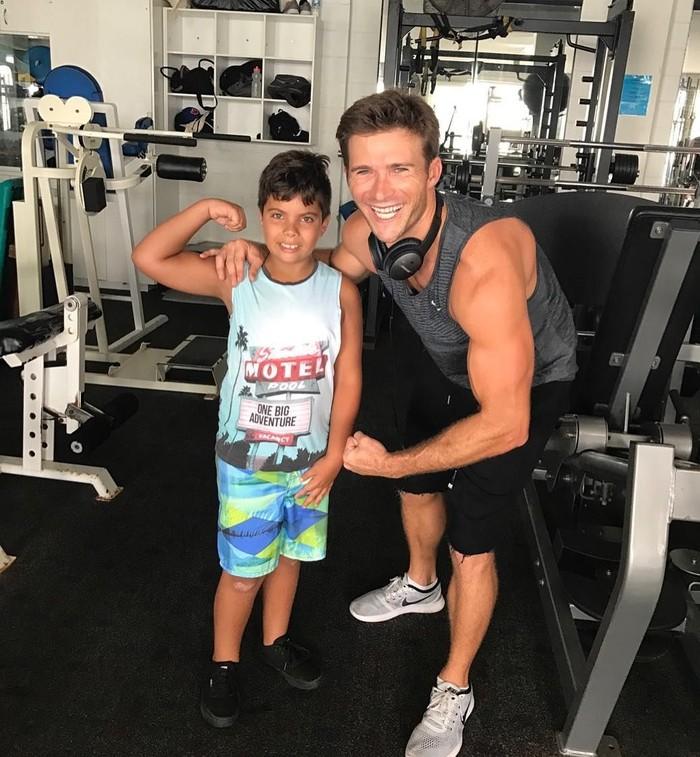 Scott Clinton Reeves atau yang biasa dikenal sebagai Scott Eastwood yang memerankan Nate Lambert di sekuel film Pacific Rim: Uprising memiliki tubuh yang cukup kekar. (Foto: Instagram/scotteastwood