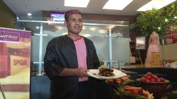 Chef Panji Kusuma, juru masak yang membuat inovasi semur iga kambing panggang. (Foto: Hilda Meilisa Rinanda)