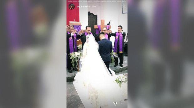 Petra Sihombing dan Firrina Sinatrya sah menikah di Gereja Imannuel, Gambir, Jakarta.