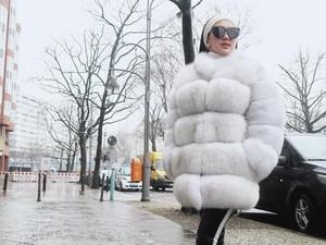 Syahrini Disebut Mirip Shaun The Sheep Hingga Baymax karena Pakai Jaket Ini