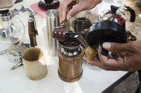 Cara menyeduh dan meracik kopi yang benar.