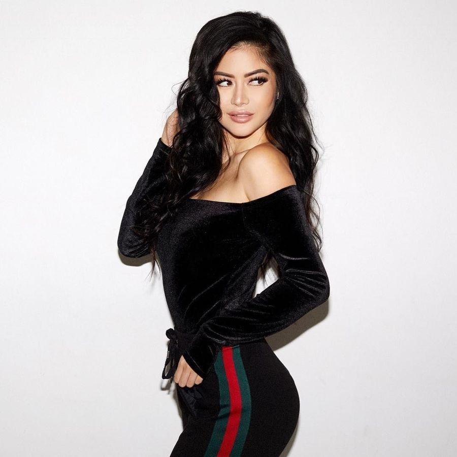 Setelah lebih dulu dikenal sebagai model dan aktris, bahkan FHM menamainya sebagai wanita terseksi di dunia, Kim Lee belakangan membangun karir sebagai DJ (kimlee/Instagram)