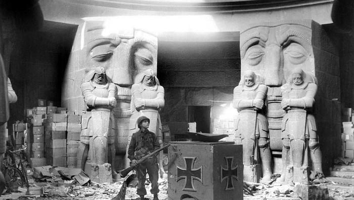 Nazi ternyata akrab dengan mitos-mitos dan bahkan gencar mencari peradaban Atlantis yang hilang. Foto: Rarehistoricalphotos