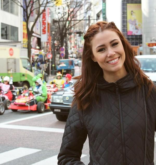 Fernanda Tereza juga pernah ke Jepang. Ini saat dia berfoto perempatan Shibuya yang paling terkenal di dunia (fernandaterezabr/Instagram)