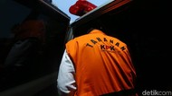 Tahanan KPK dari Masa ke Masa: Jaket Putih, Rompi Oranye, hingga Borgol