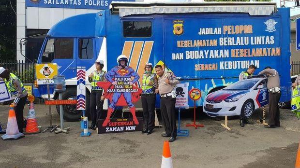 Beragam inovasi dan kreasi polisi untuk mengimbau pengendara tertib lalu lintas