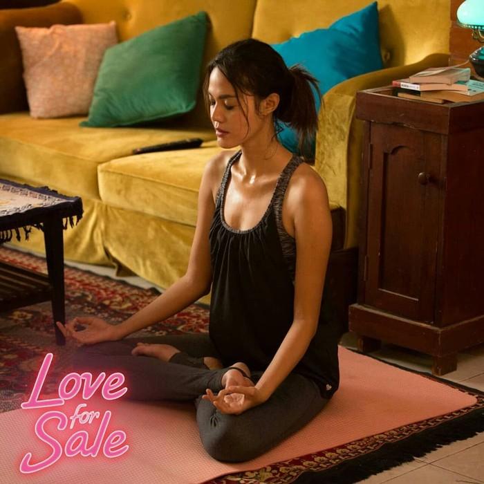 Bermain bersama Gading Marten di film Love for Sale, ternyata si cantik Della Dartyan memiliki hobi berolahraga ekstrem dan travelling. (Foto: Instagram/delladartyan)