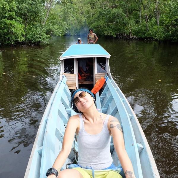 Jelajah sungai di Mentawai (popsovia/Instagram)
