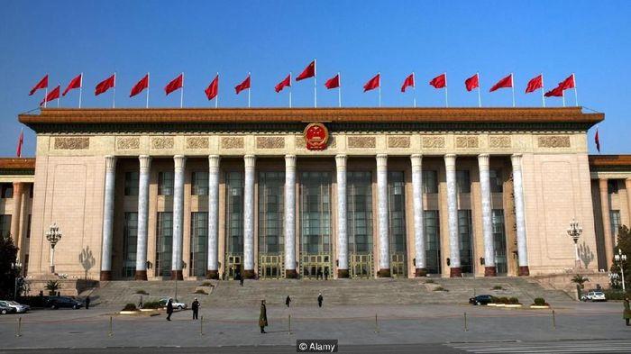 Great Hall of the People, China, memiliki nuansa bangunan megah dengan tiang- tiang besar/Foto:Alamy