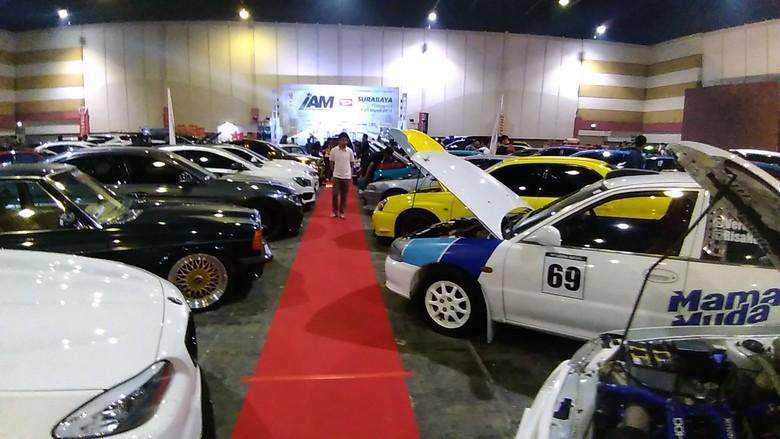 Kontes modifikasi Indonesia Automodified (IAM) seri pertama di Surabaya dibanjiri ratusan modifikator. Foto: Deny Prastyo Utomo