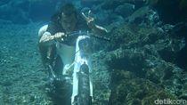Foto Underwater Naik Motor di Purbalingga