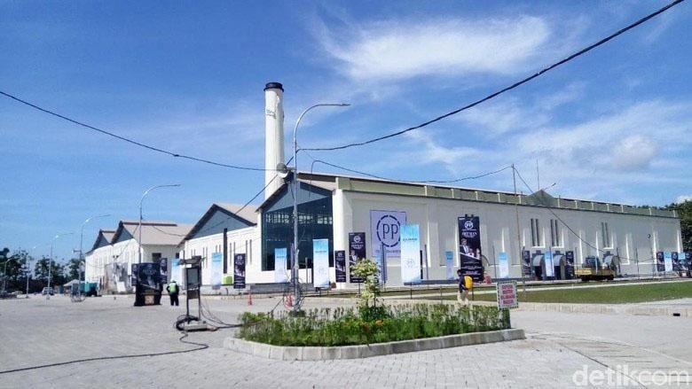 Warga Karanganyar patut berbangga hati. Sebuah pabrik tua yang berada di kotanya telah direstorasi dan kini menjadi pusat kebudayaan baru.
