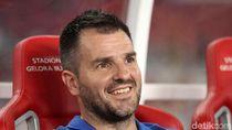 Simon McMenemy Tepis Rumor Menuju Persib Bandung