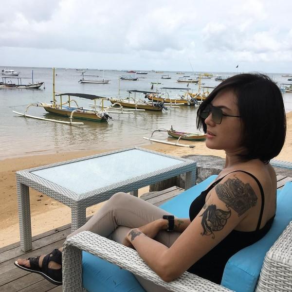 Bersantai menikmati indahnya Sanur (popsovia/Instagram)