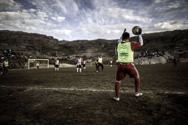 Meski begitu, stadion sepakbolanya juga sering digunakan oleh masyarakat setempat untuk bermain sepakbola. Oh iya, stadionnya hanya bisa digunakan saat musim panas saja (Visit Greenland)