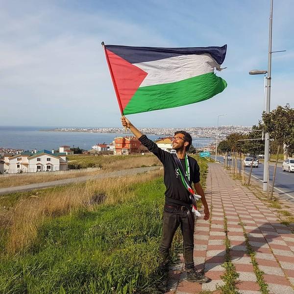 Saat ini, ia sudah menempuh 3.000 kilometer. Ia harus menempuh 2.000 kilometer lagi untuk mencapai Palestina (walktopalestine/Instagram)