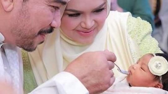 Potret Lucunya Putri Pertama Siti Nurhaliza saat Akikah