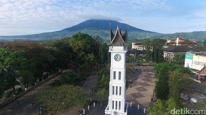 Foto Drone Jam Gadang