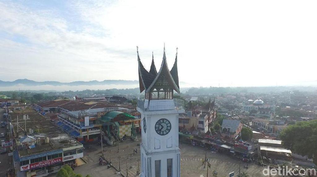 Cegah Corona, Jam Gadang Bukittinggi Disemprot Disinfektan