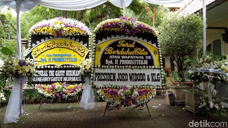 Jokowi Kirim Karangan Bunga untuk Probosutedjo