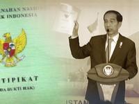 Jokowi Bagi-bagi Sertifikat Tanah yang Jadi Heboh