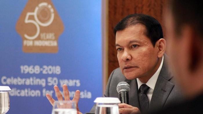 CEO Citi Indonesia Batara Sianturi (tengah), Chief Financial Officer Citi Indonesia Warren Huang, Country Treasurer and Local Markets Treasury Head Citi Indonesia Suryadi Ong berbincang saat pemaparan kinerja Citi Indonesia di Jakarta, Senin (26/3/2018). Citibank Indonesia menutup tahun 2017 mencatat laba bersih sebesar Rp 2,51 triliun, meningkat 10% dari tahun sebelumnya, yang berasal dari pertumbuhan pendapatan bunga bersih sebesar 5,1% menjadi Rp 4,33 triliun.