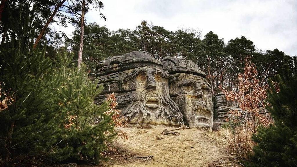 Foto: Batu-batu Kepala Setan