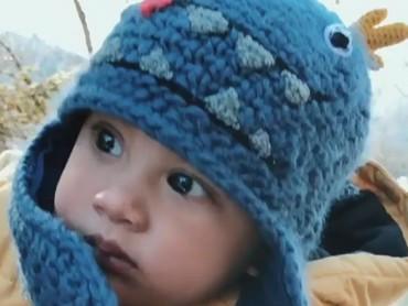Pakai penutup kepala warna biru dan berbentuk hewan kayak gini, kamu makin nggemesin deh Kaw! (Foto: Instagram/ @andienippekawa)