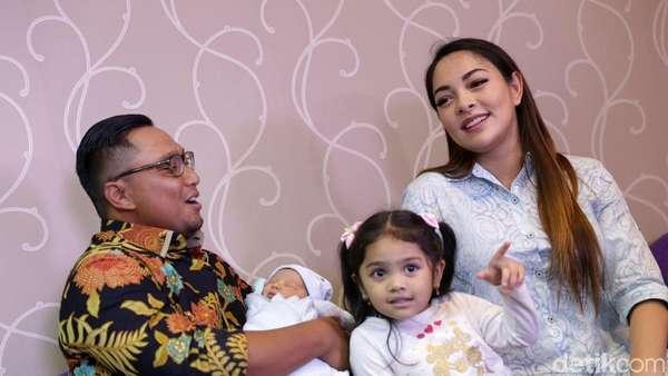 Potret Dr Reisa Broto Asmoro dan Putranya yang Baru Lahir
