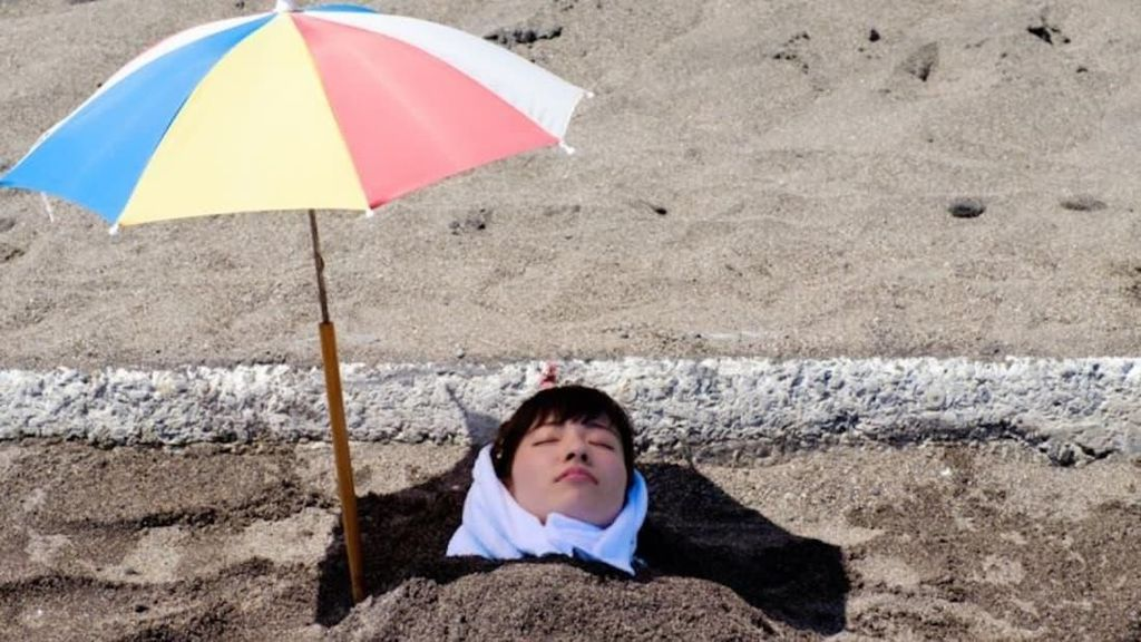 Foto: Terapi Kubur Pasir Hitam Jepang