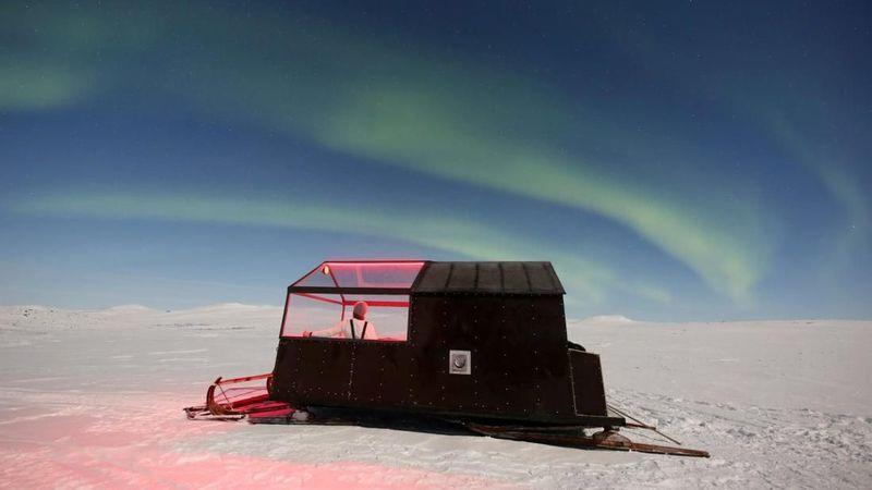 Inilah konsep baru di balik kabin kereta luncur Aurora Wilderness Camp dari operator wisata mewah Off The Map Travel. Inilah hotel di atas kereta luncur (Kilpissafarit/CNN Travel)