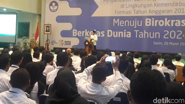 Mendikbud Minta Menteri PAN-RB Buka Lowongan 100 Ribu CPNS Guru