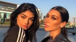 Kenalkan, ini Sonia dan Fyza yang disebut-sebut mirip Kim Kardashian dan Kylie Jenner. Sama seperti Kardashian yang bugar-bugar, mereka juga suka workout lho!
