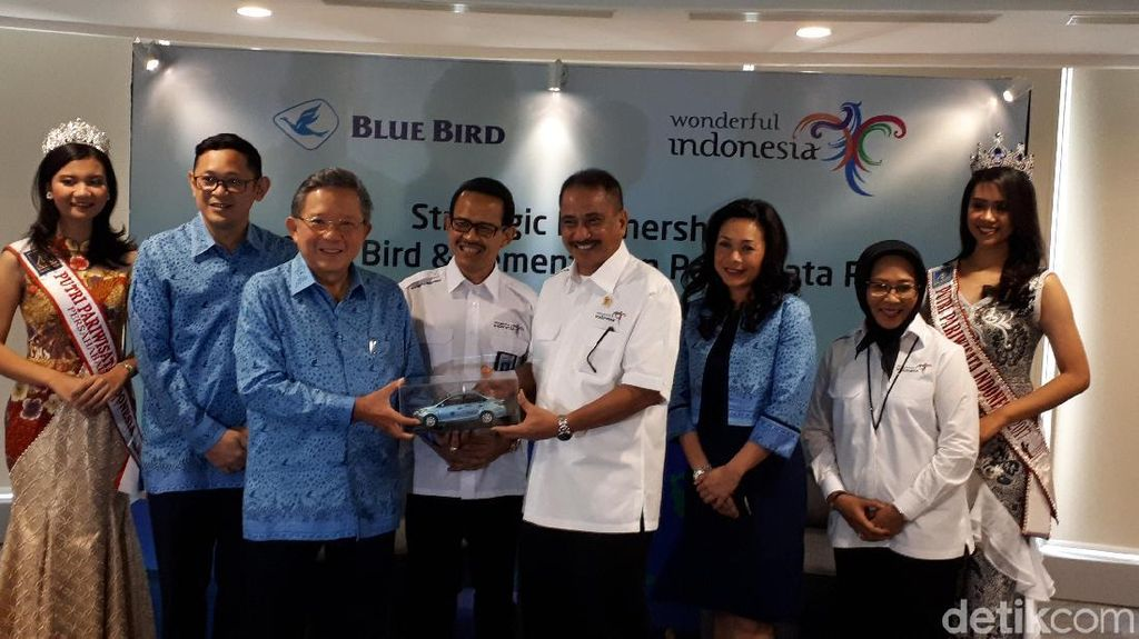 Blue Bird Jadi Official Partner Visit Wonderful Indonesia 2018