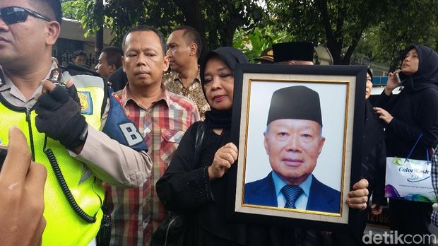 Jenazah Probosutedjo Diberangkatkan ke Bandara Halim