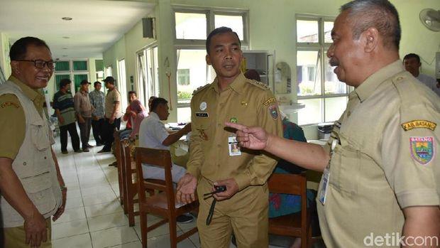 Bupati Batang berbincang dengan jajaran Dinkes, Dinsos dan RS Kalisari, Batang.
