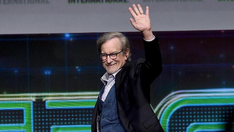 Steven Spielberg Berusaha Merujuk dari Novel Garap Ready Player One