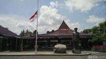 Museum Soeharto Kibarkan Bendera Merah Putih Setengah Tiang