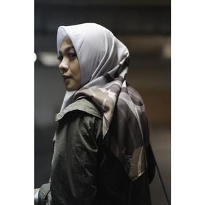 Inspirasi Gaya Hijab Istri Ananda Omesh untuk yang Baru Berhijrah