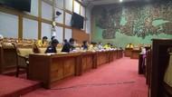 Komisi X Audiensi dengan Ketua BEM Se-RI, Zaadit Tak Tampak