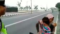 Emak-emak Tak Berhelm Ngamuk saat Dihentikan Polisi, Ini Faktanya