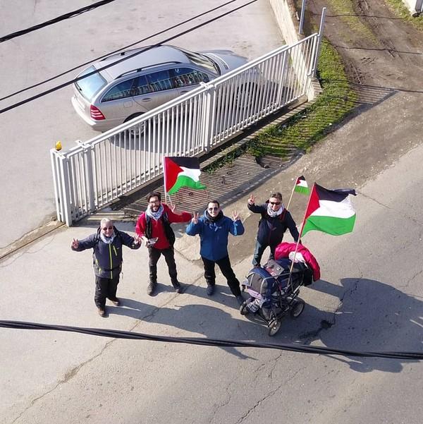 Ia berjalan menuju Palestina untuk aksi kemanusiaan serta memberikan informasi tentang masalah Palestina kepada masyarakat (walktopalestine/Instagram)