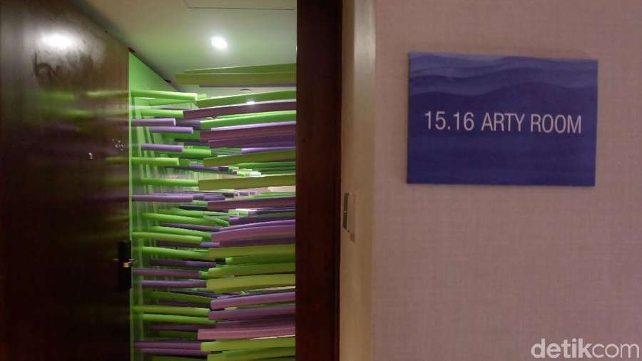 Jelajahi Karya Seni di Kamar Hotel Berbintang Hong Kong