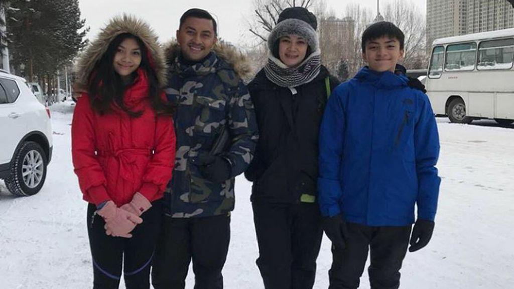 Harmonisnya Keluarga Anjasmara-Dian Nitami yang Bikin Hati Adem