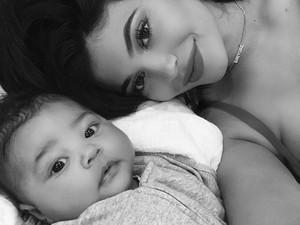 Momen Pertama Kebersamaan Stormi, Kylie Jenner dan Travis Scott