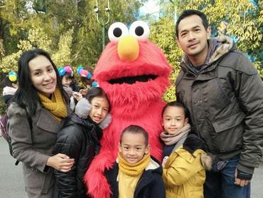 Saatnya foto bareng Elmo. Cheers! (Foto: Rara Wiritanaya)