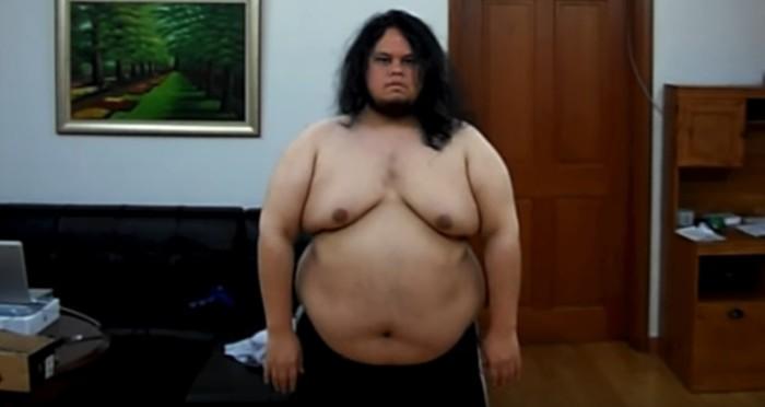 Jon Calvo (28) ingin sekali memiliki tubuh yang bugar, karena itu ia mengusahakan diri untuk bisa mendapatkan berat badan ideal. Pada April 2010, berat badannya bahkan bisa mencapai 340 pounds atau setara 154 kg. (Foto: Youtube/Jon Calvo)