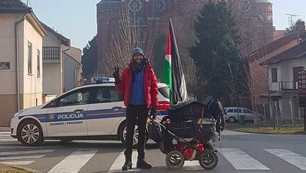 Aksi Jalan Kaki ke Palestina Bawa Kereta Bayi, Apa Isinya?